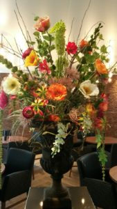 Zijden bloemen arrangement - Flowers & Friends